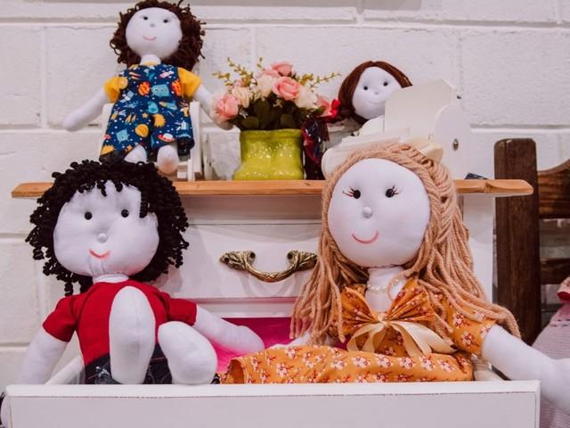Em busca de representação, detentas criam bonecas de pano inclusivas em presídio de MG
