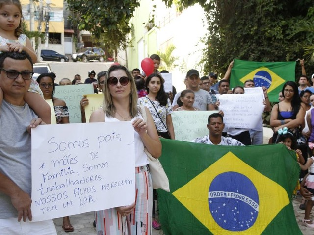 Moradores da Muzema protestam contra início de inspeção de risco de prédios