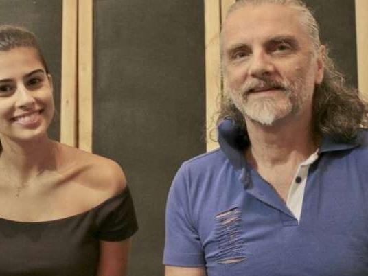Débora Neto e Hique Gomez abrem temporada de shows do Teatro Sinduscon, em Porto Alegre