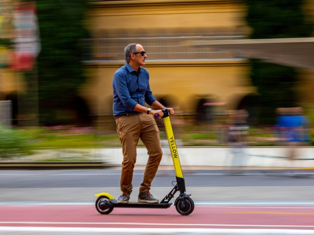 São Paulo to Fine Electric Scooters on Sidewalks or With no Helmet