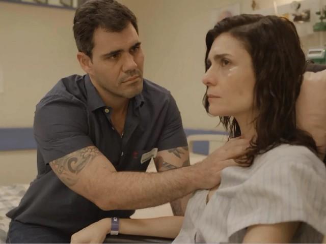 Magno sai da cadeia e reata com Leila