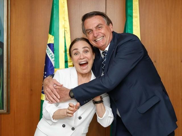 Nomeação de Regina Duarte deve ocorrer após retorno da viagem à Índia, diz Bolsonaro