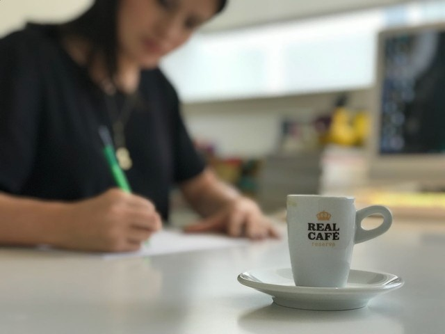 Café deixa os ambientes mais acolhedores em empresas, diz arquiteta