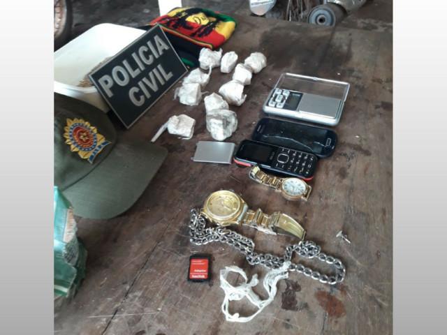 Quatro são presos e um adolescente é apreendido em 'Boca de fumo' pela polícia de Alenquer