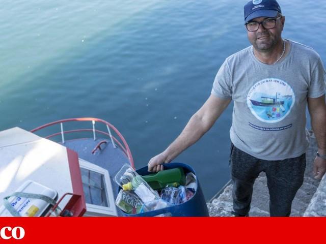 Dos barcos de pesca já não sai só peixe. Há lixo a voltar para terra