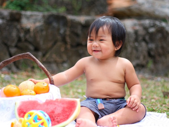 Pesquisa com bebês mostra que comportamento altruísta pode começar ainda na primeira infância