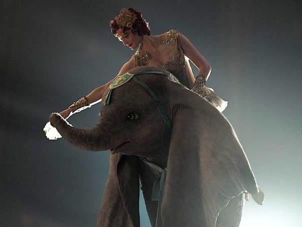 """""""Dumbo"""": muito visual e encanto, nem tanta emoção"""
