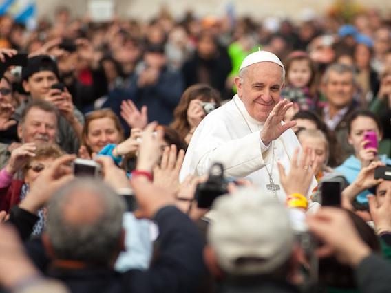 Vá ver o papa e tomar bons vinhos no Chile