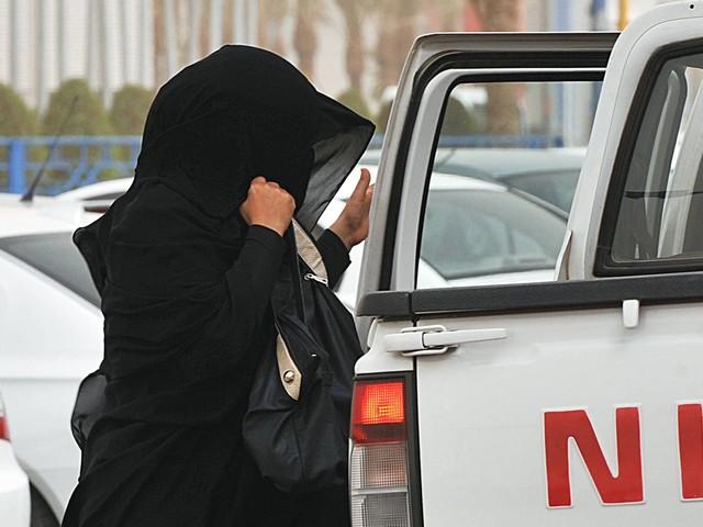 Google e Apple são criticados por aplicativo que permite a sauditas monitorar esposas