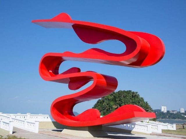Em três dimensões: Tomie Ohtake