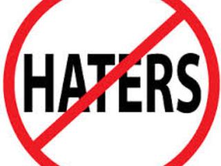 """Extrema-Direita: Composta de Haters e Divulgadores de """"Fake News"""" e Trolls"""