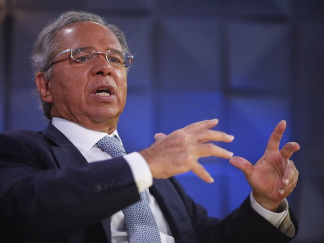 'O grande inimigo do meio ambiente é a pobreza', diz Guedes em Davos