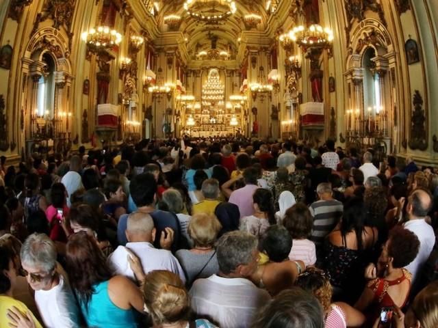 No dia de São José, padroeiro dos trabalhadores, fiéis fazem preces e homenagens