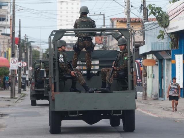 Exército coloca 2,5 mil soldados nas ruas para reforçar a segurança no Ceará