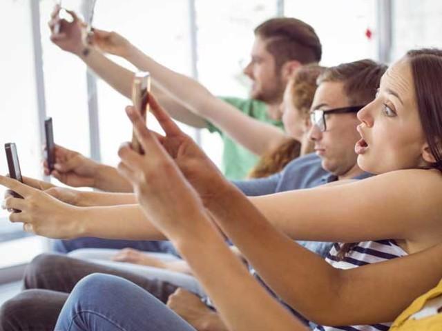Usar constantemente o celular diminui a inteligência, diz estudo