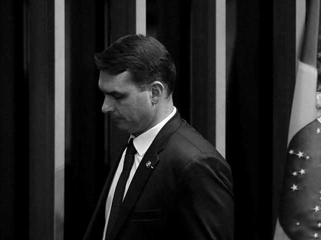 Apuração sobre gabinete de Flávio Bolsonaro desacelerou durante as eleições