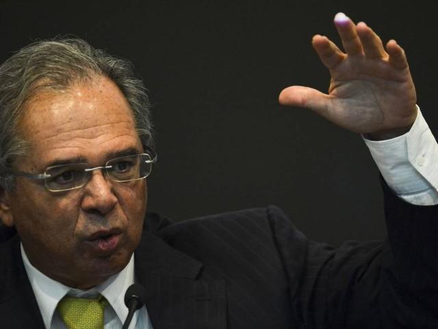 Coaf virou foco de conflito político e demarcação de território, diz Paulo Guedes