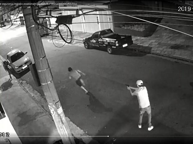 Empresário colecionador de armas executou morador de rua
