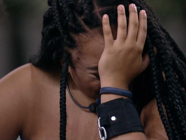 """BBB19: Rízia se desespera e entra em pânico após ser algemada: """"Vontade de sair, desistir"""""""