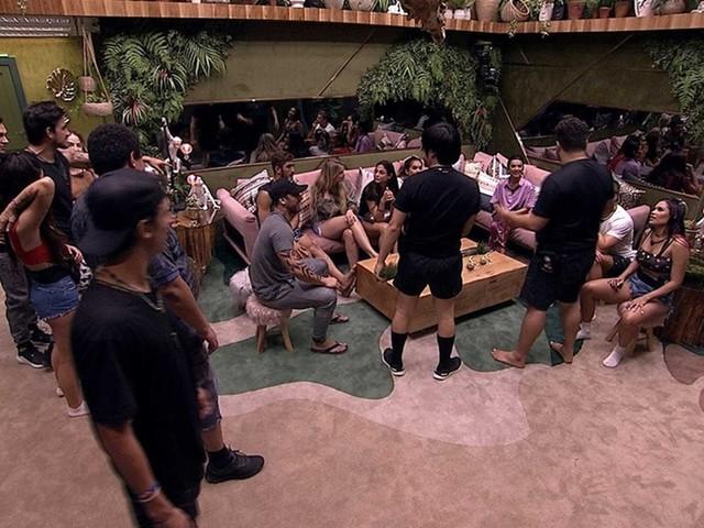 BBB 20: Hadson e Guilherme simulam briga, mas ninguém acredita; veja vídeo