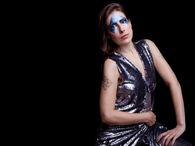 """""""Passagem"""" abre caminho para novo álbum de Lara Aufranc e mostra autonomia da artista"""