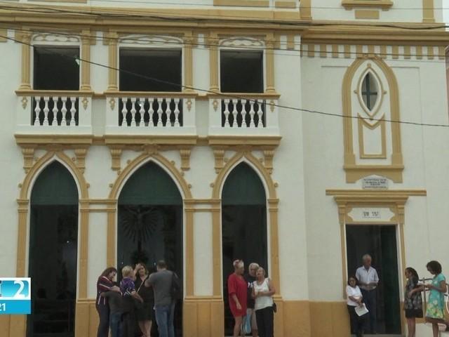 Igreja secular que teve imagens de santos roubadas reabre ao público com missa