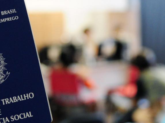 Brasil registra saldo positivo de empregos pelo sexto mês consecutivo