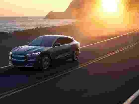 SUV 'anti-Tesla' | Ford Mustang Mach-E tem 485 cv e roda 480 km sem recarga