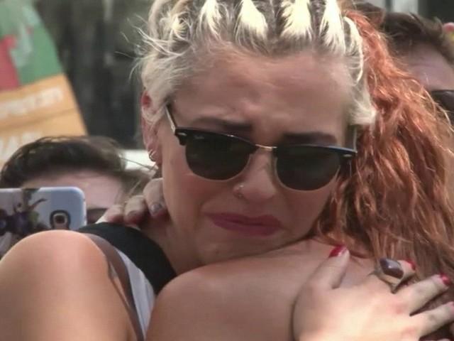 Barcelona vive dia de homenagens e luto após atentado que matou 13