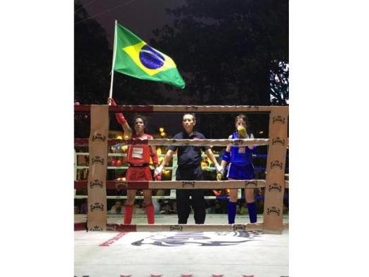 Lutadora de Porto Alegre é campeã mundial de muay thai na Tailândia