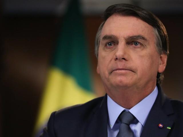 Bolsonaro diz que pagou auxilio de US$ 1000 para brasileiros