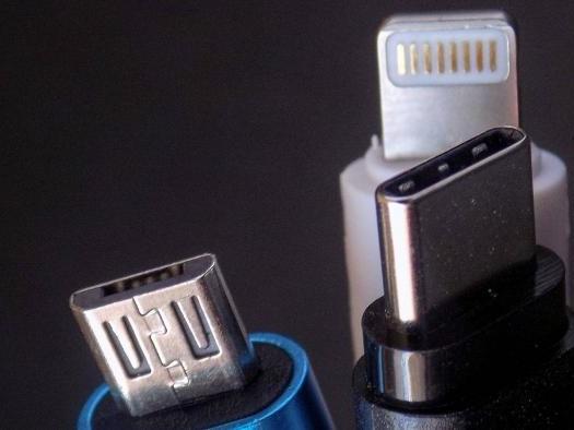 Apple diz que padronizar conector de smartphones prejudica a inovação