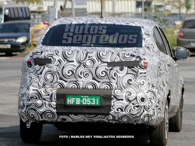 """Fiat revelará nome do """"Argo sedã"""" (X6S) em corrida de Uno com escada"""