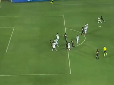 Ex-São Paulo marca com ajuda do goleiro e seu time vence no Paraguai