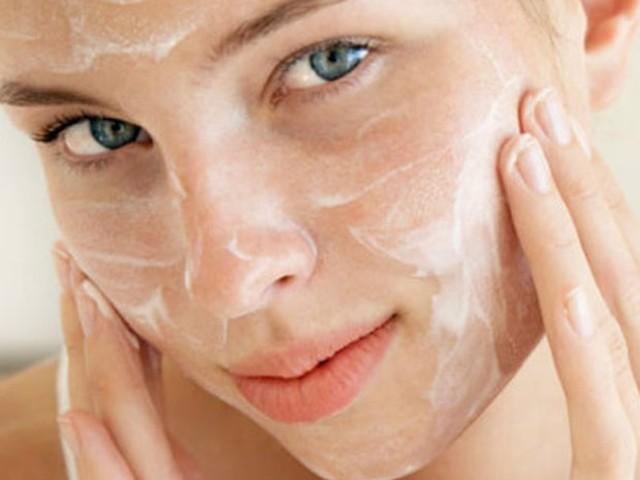 Quer ter um rosto macio? Aprenda a fazer limpeza de pele caseira
