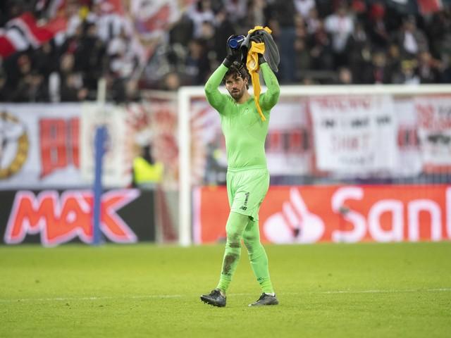 """Alisson celebra atuação contra o Watford e diz: """"Agora nosso foco é o Mundial"""""""