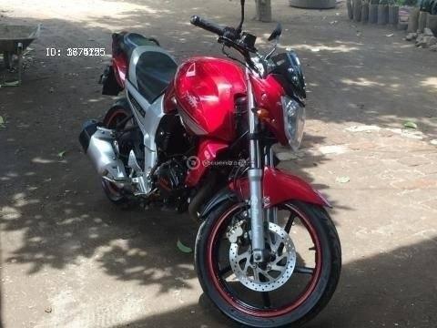 vendo o cambio moto raybar200 año 2013 con 7000 km en us$1,100.00