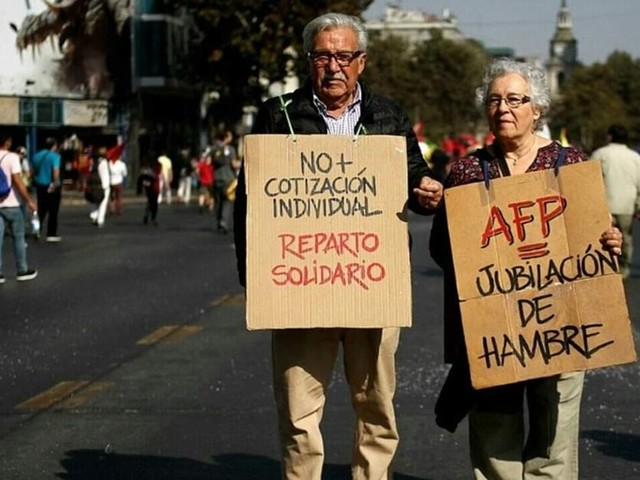 Bolsonaro propõe modelo de Previdência que levou idosos do Chile à miséria