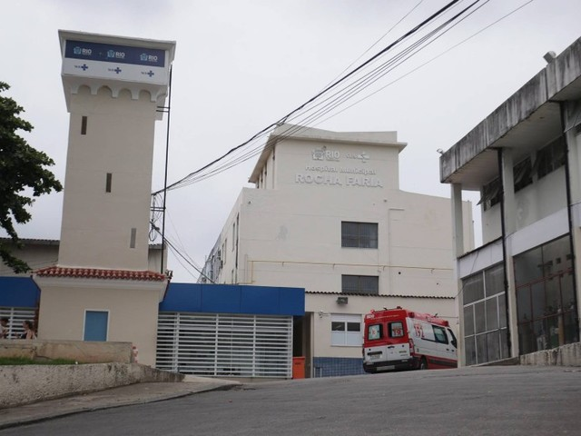 Incêndio atinge prédio em anexo ao Hospital Rocha Faria, na Zona Oeste