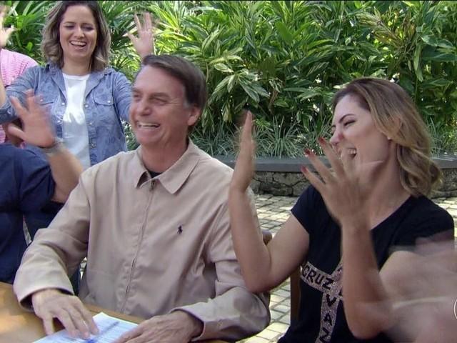 Na última semana de campanha, Bolsonaro se divide entre encontros e gravações