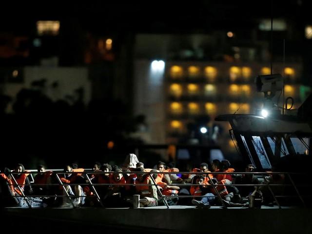 Malta aceita receber 90 migrantes resgatados por guarda costeira italiana