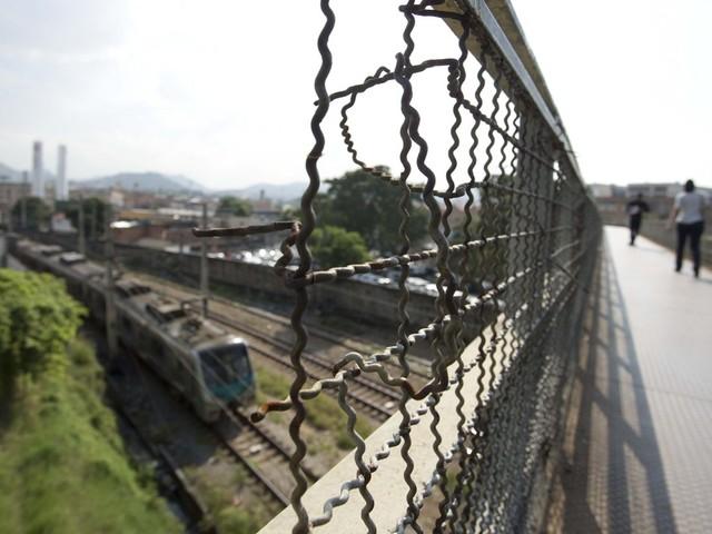 Viadutos e passarelas que seriam reformados pela prefeitura estão com problemas estruturais