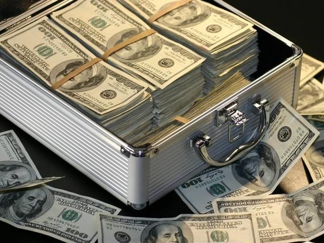 Dólar avança e atinge R$ 5,53, nova cotação recorde no ano; bolsas asiáticas e europeias têm dia de queda