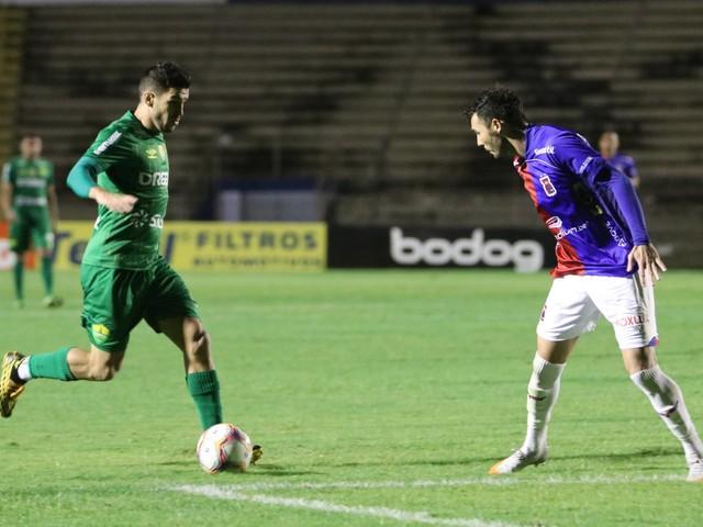 Veja fotos da partida entre Paraná e Cuiabá pela Série B do Campeonato Brasileiro