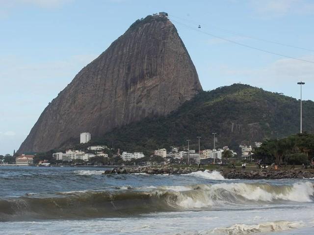 Alerta de ressaca se estende até terça-feira no Rio, que tem previsão de tempo bom para a semana