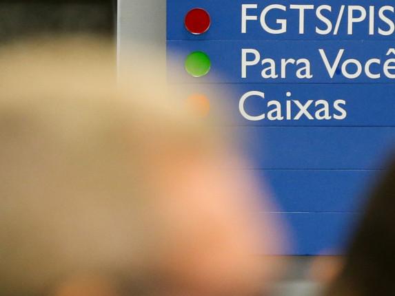 Governo estuda usar FGTS no lugar do seguro-desemprego, diz Meirelles