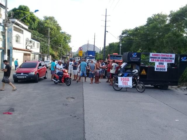 Moradores protestam contra instalação de terminal de combustíveis em Vila Velha, ES