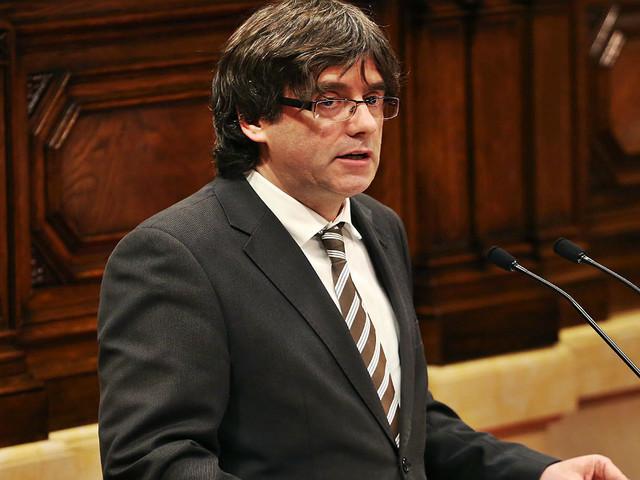 Puigdemont assegura que região vai resistir de forma pacífica a ataque de Madrid
