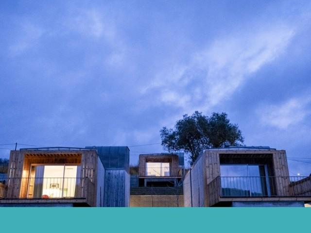 Entre carvalhais e serras, quatro bungalows (e muitos mais trilhos) chamados Bétula