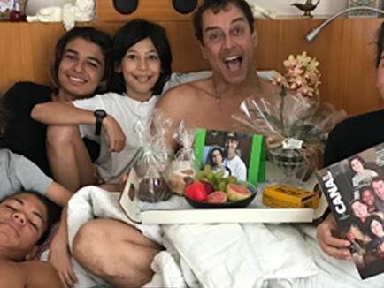 Marcello Antony se orgulha da família com três filhos e dois enteados